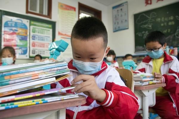 Học sinh Trung Quốc có phải đeo khẩu trang khi đến trường?