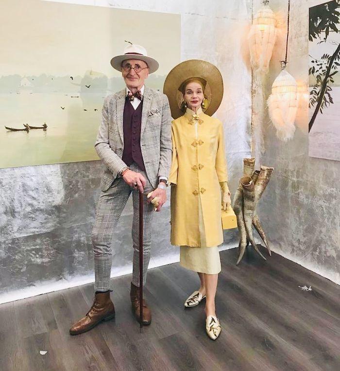 Cặp vợ chồng già U80 'hack tuổi' khi diện đồ đôi sành điệu