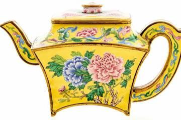 Ấm trà cổ thời Càn Long giá gần 3 tỉ đồng bị lãng quên trong nhà để xe