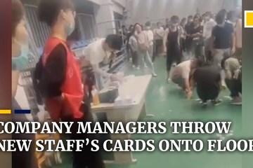 Ném danh thiếp xuống đất bắt nhân viên nhặt, quản lý hứng 'bão' dư luận