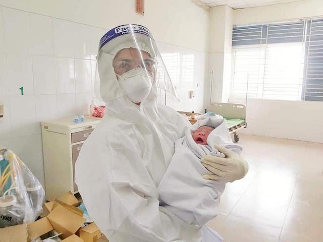 Bệnh nhân Covid-19 sinh hạ bé trai an toàn tại BV tuyến đầu chống dịch