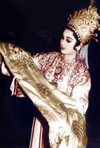 hoàng hậu Dương Vân Nga 3