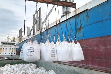 Lần đầu tiên Việt Nam xuất khẩu xỉ hạt lò cao nghiền mịn S95