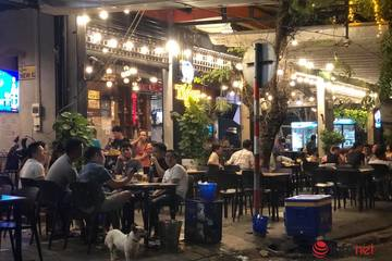 Từ đêm nay quán ăn ở Đà Nẵng được mở cửa trở lại, học sinh chuẩn bị đến trường
