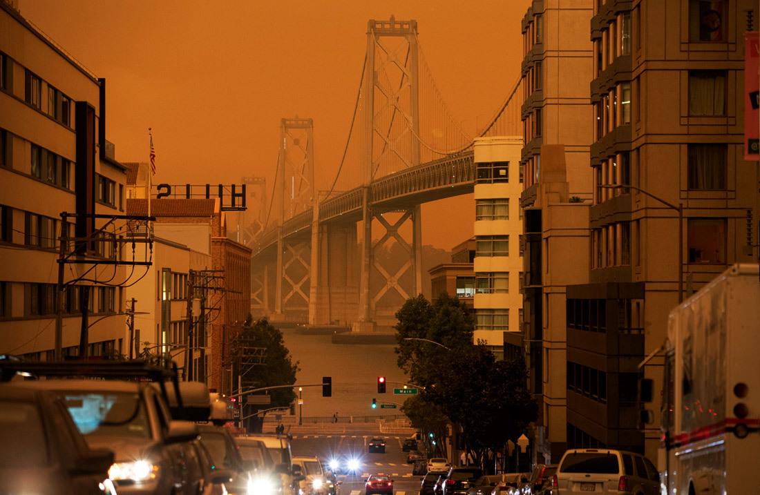 Kinh hoàng bầu trời màu cam 'rực lửa' ở San Francisco, Mỹ