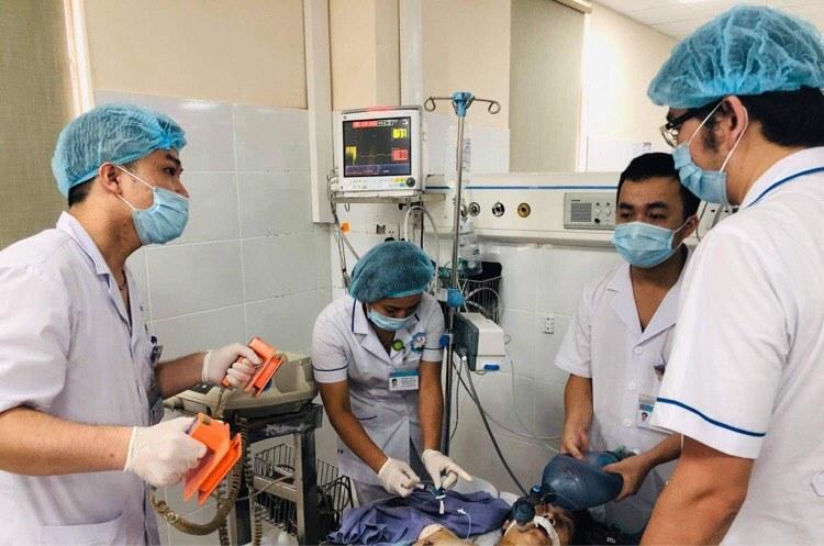 Cứu sống bệnh nhân sốc phản vệ, ngừng tim gần 60 phút nhờ khám chữa bệnh từ xa