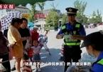 Nhặt đầu mẩu thuốc lá trên đường để đổi lấy trứng gà ở Trung Quốc
