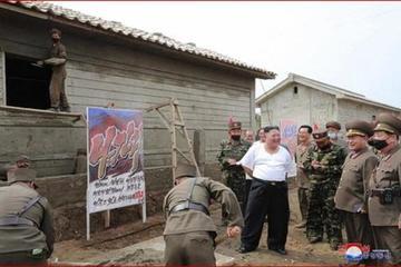 Ông Kim Jong-un liên tiếp xuất hiện ở vùng lũ