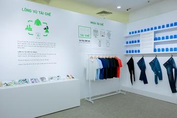 Chiêm ngưỡng những chiếc áo được làm từ chai nhựa tái chế