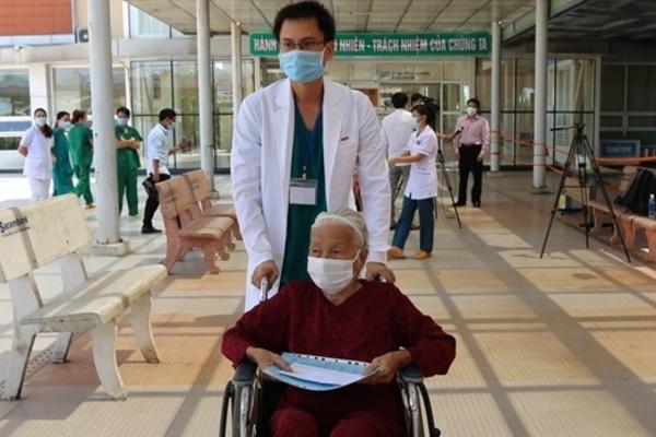 Hành trình chiến thắng Covid-19 ngoạn mục của cụ bà 100 tuổi ở Quảng Nam