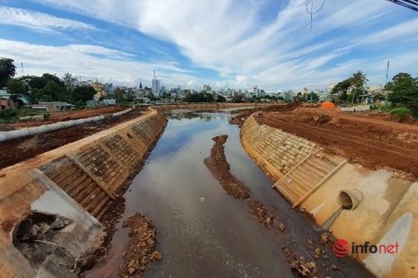 Dự án kè gần 300 tỷ tiêu gần hết tiền chưa hoàn thiện, nhiều hạng mục gãy hỏng