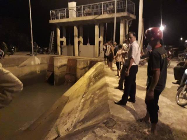 Thanh Hóa: Bé gái rơi xuống kênh nước mất tích hơn 1 ngày vẫn chưa tìm thấy