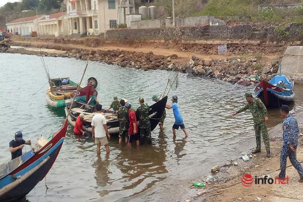 Bộ đội Biên phòng Quảng Trị giúp dân neo đậu tàu thuyền ứng phó bão số 5