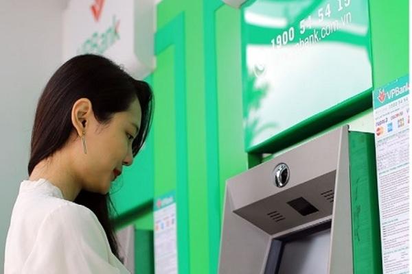 CEO VPBank hứa tăng lương, thu nhập nhân viên 5 năm gần đây ra sao?