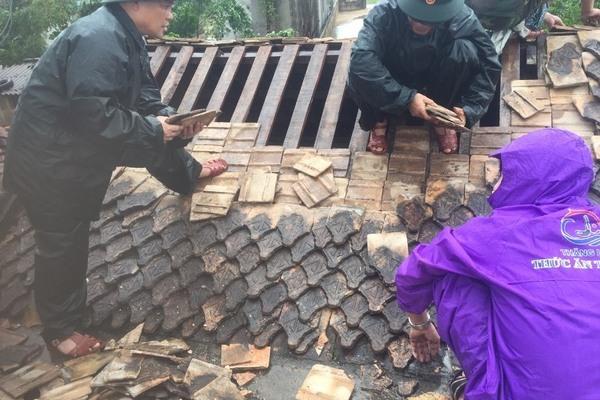 Lốc xoáy ở Hà Tĩnh, hàng trăm hộ dân bị tốc mái