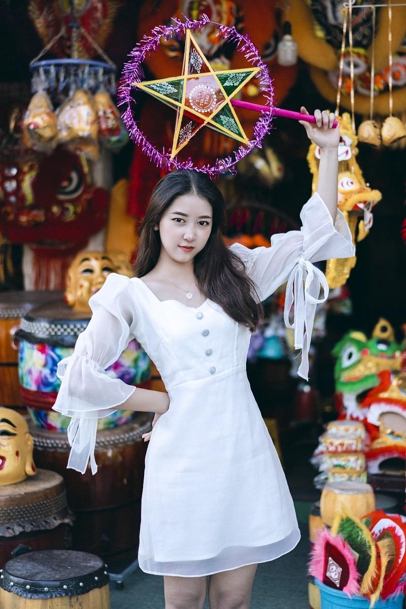 Nữ sinh 2k xinh đẹp dạo phố Trung thu ở Cố đô Huế