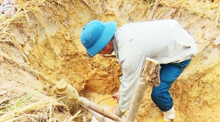Nghệ An: Phát hiện quả bom nặng hơn 1 tạ dưới ruộng lúa