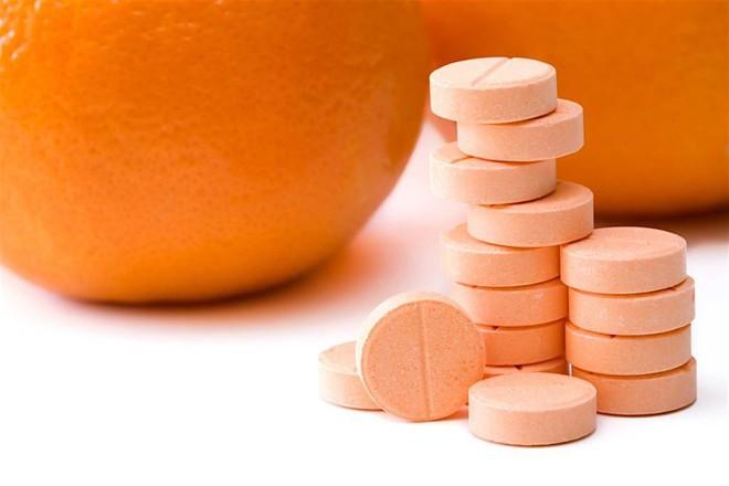 Vitamin C tưởng không hại mà hại không tưởng nếu thiếu hay thừa