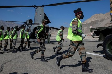 Ấn Độ thông hầm, điều nhanh vũ khí tới vùng tranh chấp với Trung Quốc