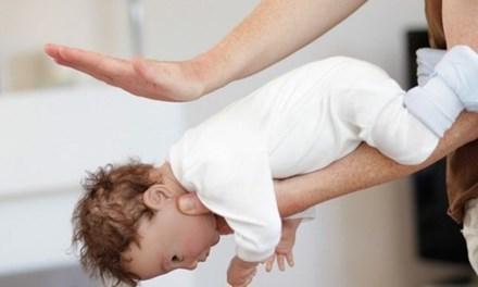 Hóc thạch tử vong: Cách sơ cứu cha mẹ cần biết để cứu con