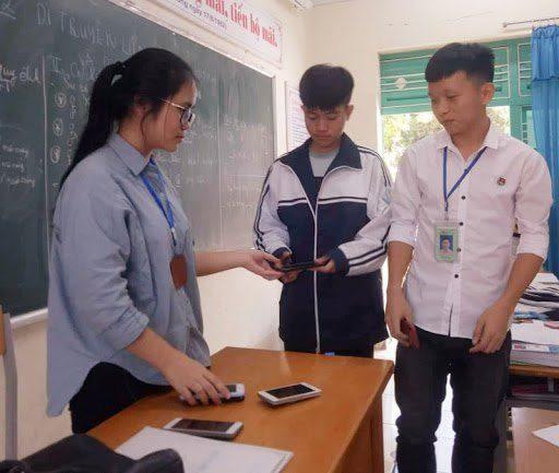 Phụ huynh lo mất kiểm soát khi học sinh được sử dụng điện thoại trong giờ học