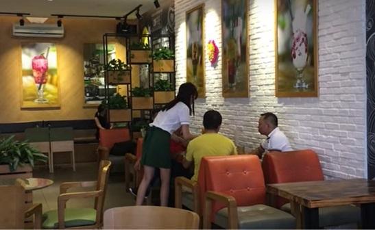 Chủ quán cà phê