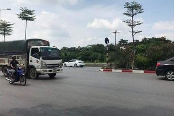 Bắt giam 2 tên cướp điện thoại xịn của người đi đường ở Hà Nội