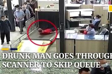 Say rượu, người đàn ông Trung Quốc 'làm liều' ở nhà ga