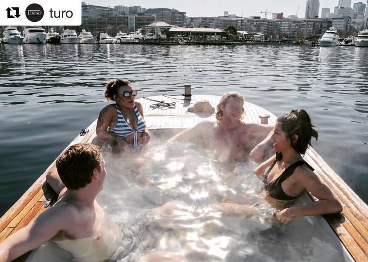 Mục sở thị bồn tắm nước nóng 'di động' ngay giữa hồ nước ngọt