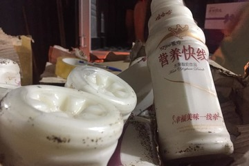Phát hiện hơn 2.500 thùng sữa chua uống không rõ nguồn gốc ở 'kinh đô bánh kẹo' La Phù
