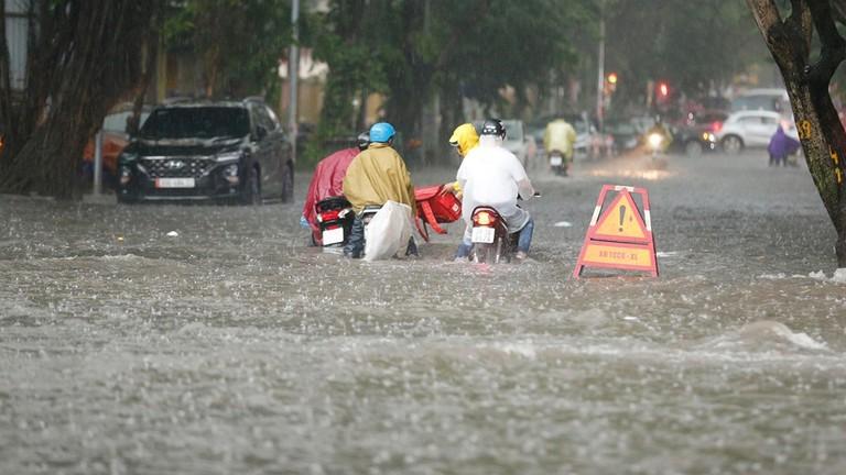 Cảnh báo ngập lụt khu vực nội thành Hà Nội giờ tan tầm