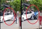 Thót tim xem clip tài xế Ford Ranger đạp ga hung hăng lao vào đám đông
