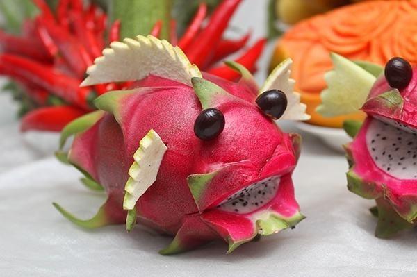 cách làm con vật bằng hoa quả 2