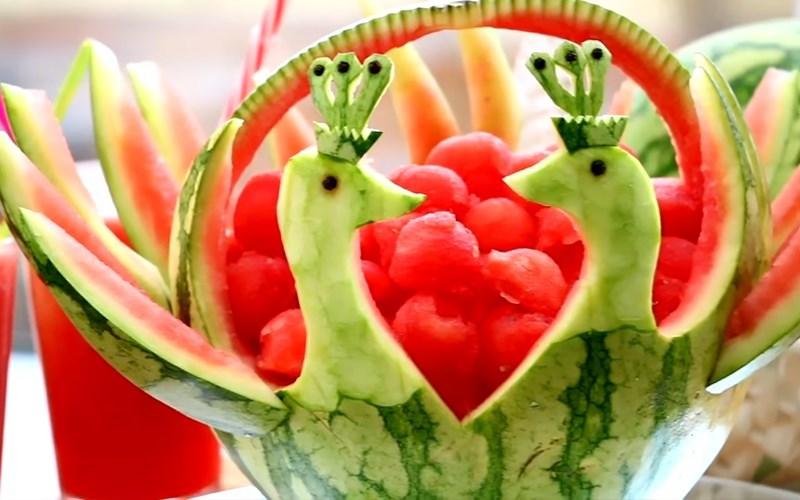 cách làm con vật bằng hoa quả 5
