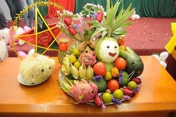 Tạo hình các con vật dễ thương bằng hoa quả trên mâm cỗ Trung thu