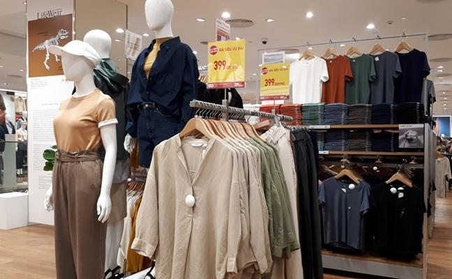 'Đột nhập' cửa hàng Uniqlo thứ hai tại Hà Nội trước ngày khai trương
