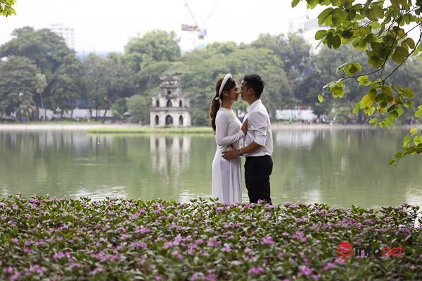 Thảm hoa quanh hồ Hoàn Kiếm khoe sắc tươi tắn trong nắng thu