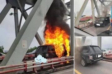 Xe ô tô Range Rovercháy trơ khung trên cầu Chương Dương