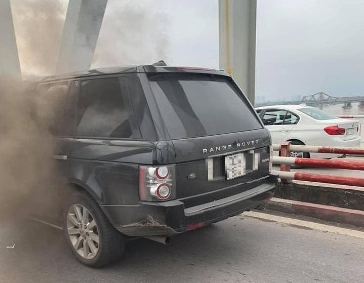 Xe sang Range Rover bốc cháy trên cầu giá ngang biệt thự hay chung cư giá rẻ?