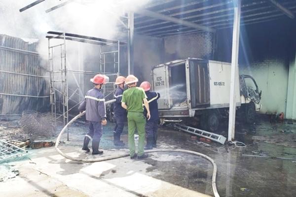 Quảng Nam: Cháy lớn tại doanh nghiệp chuyên thu mua hải sản