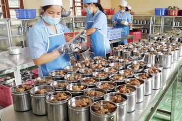 Phải tăng cường kiểm tra an toàn thực phẩm trong bếp ăn trường học