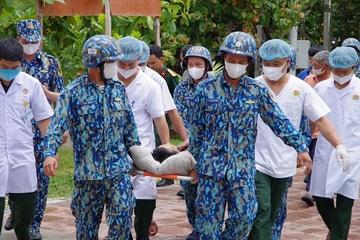 Trực thăng đưa ngư dân hôn mê sâu từ Trường Sa vào đất liền chữa trị