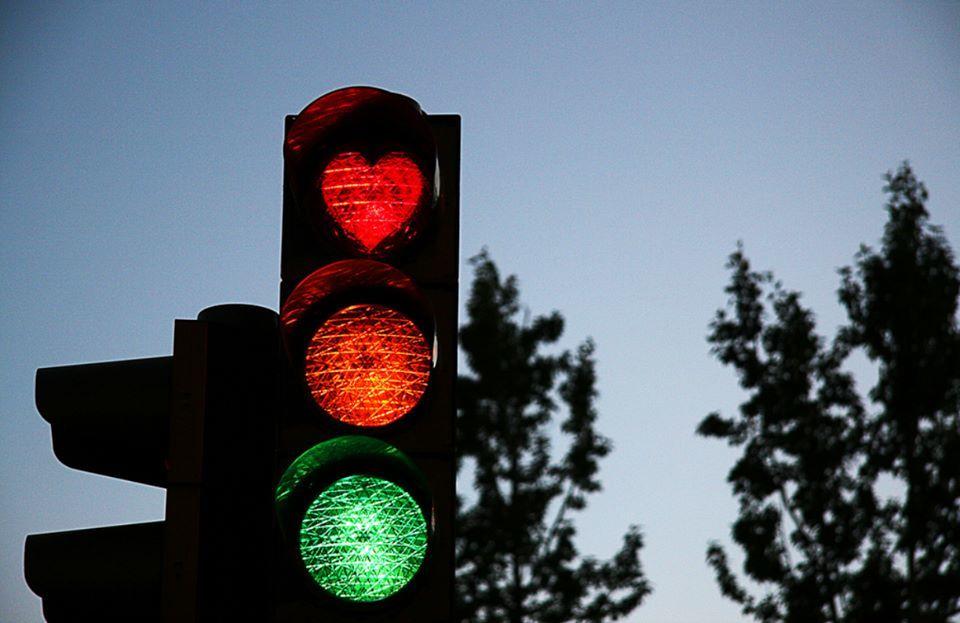 Sự thật ít người biết về đèn giao thông hình trái tim ở Iceland