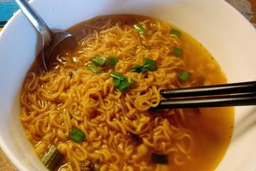Thói quen ăn mặn của người Việt và cách giảm muối cực kỳ đơn giản