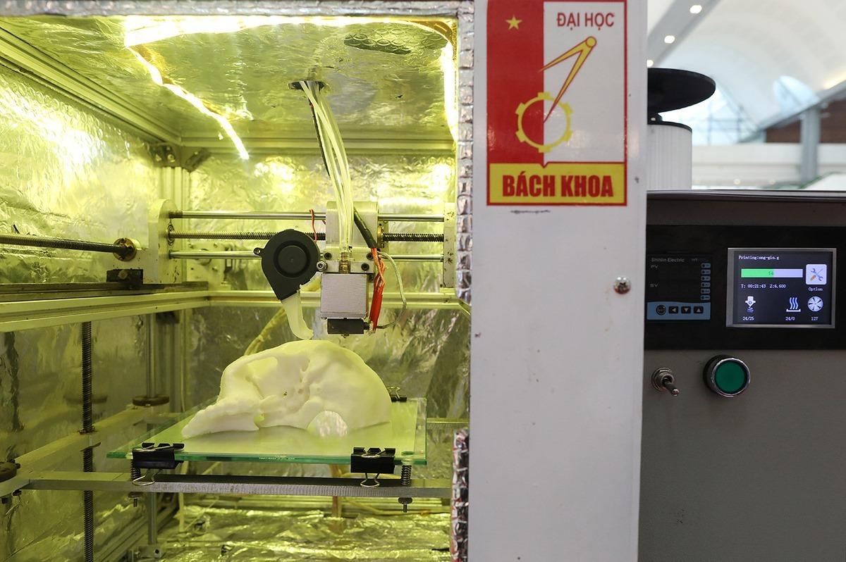 Sinh viên ĐH Bách khoa Hà Nội nghiên cứu chế tạo thành công xương nhân tạo từ nhựa