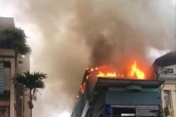 Cháy lớn ở nhà hàng hải sản, thực khách tháo chạy
