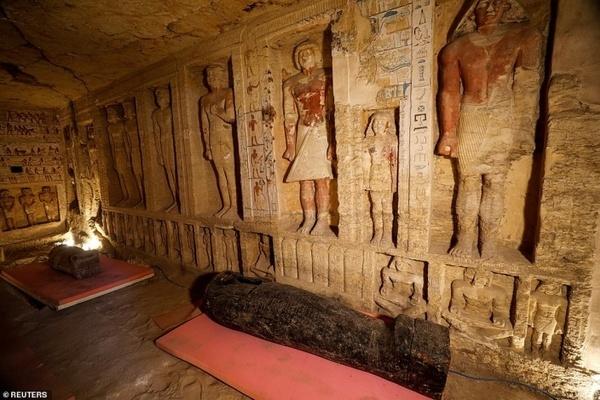 Hé lộ xác ướp 2.500 năm tuổi bên trong quan tài cổ ở Ai Cập
