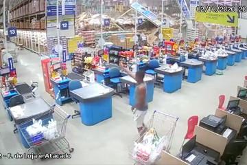 Loạt kệ hàng khổng lồ trong siêu thị Brazil đổ sập, 9 người thương vong