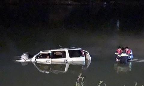 Vụ tai nạn trên cầu treo làm 5 người chết: Ô tô không làm chủ tốc độ
