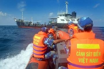 Cảnh sát biển bắt giữ 50.000 bao thuốc lá lậu
